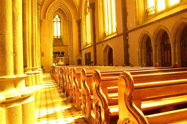 教会の美しい光