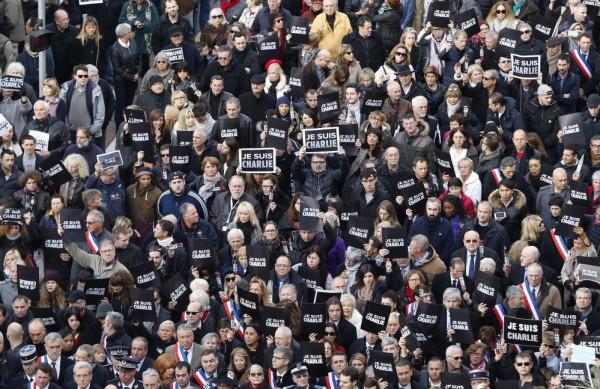 フランスのデモ行進と引き寄せの法則
